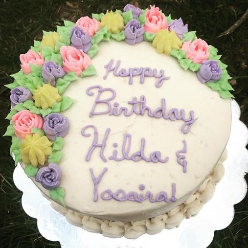 #vanillacake with fresh #pineapple 🍍 filling! #yum #birthday #spring #flowers.jpg