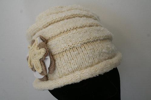 Bonnet en tricot écru chîné