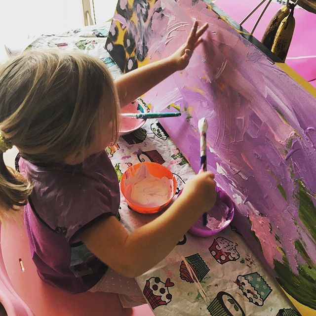 Utilisez de vieux tableaux pour peinturer des toiles en position verticale