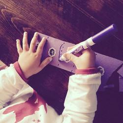 En collant de petits collants sur une languette de papier, vous pouvez tracer des lignes verticales