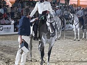 GILMAR entrega el trofeo de la XV Copa de SM el Rey de Doma Vaquera