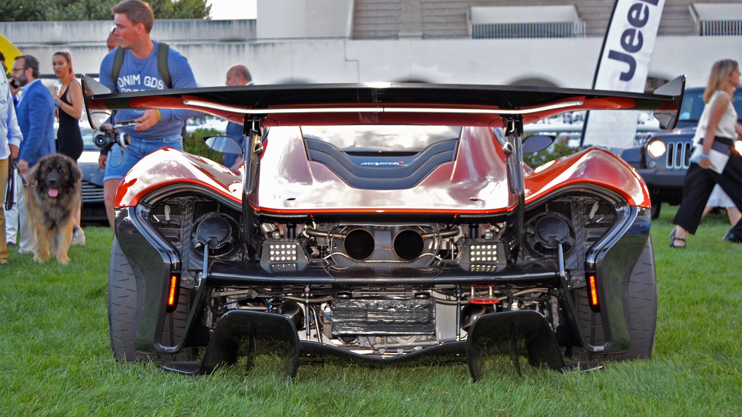 El McLaren mostrando sus 'encantos'.