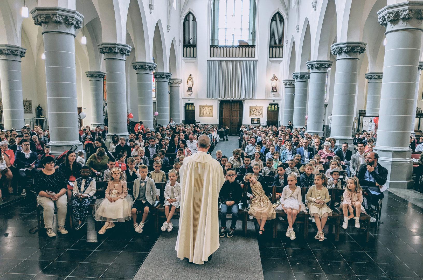 De eerste communie voor 44 kindjes