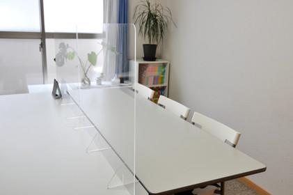 教室-アクリルパーティション設置で安心