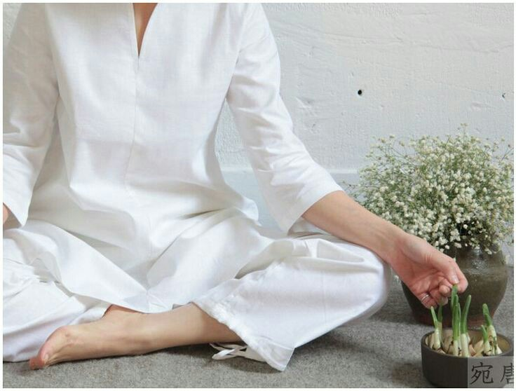 Loose clothing in natural fabric works best for meditation
