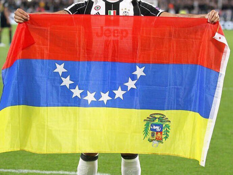 El General pinta Torino de tricolor
