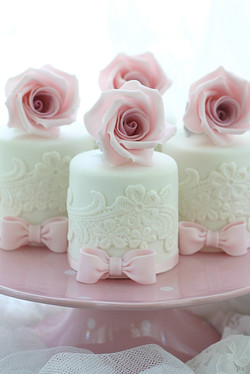 Lacey Minicakes