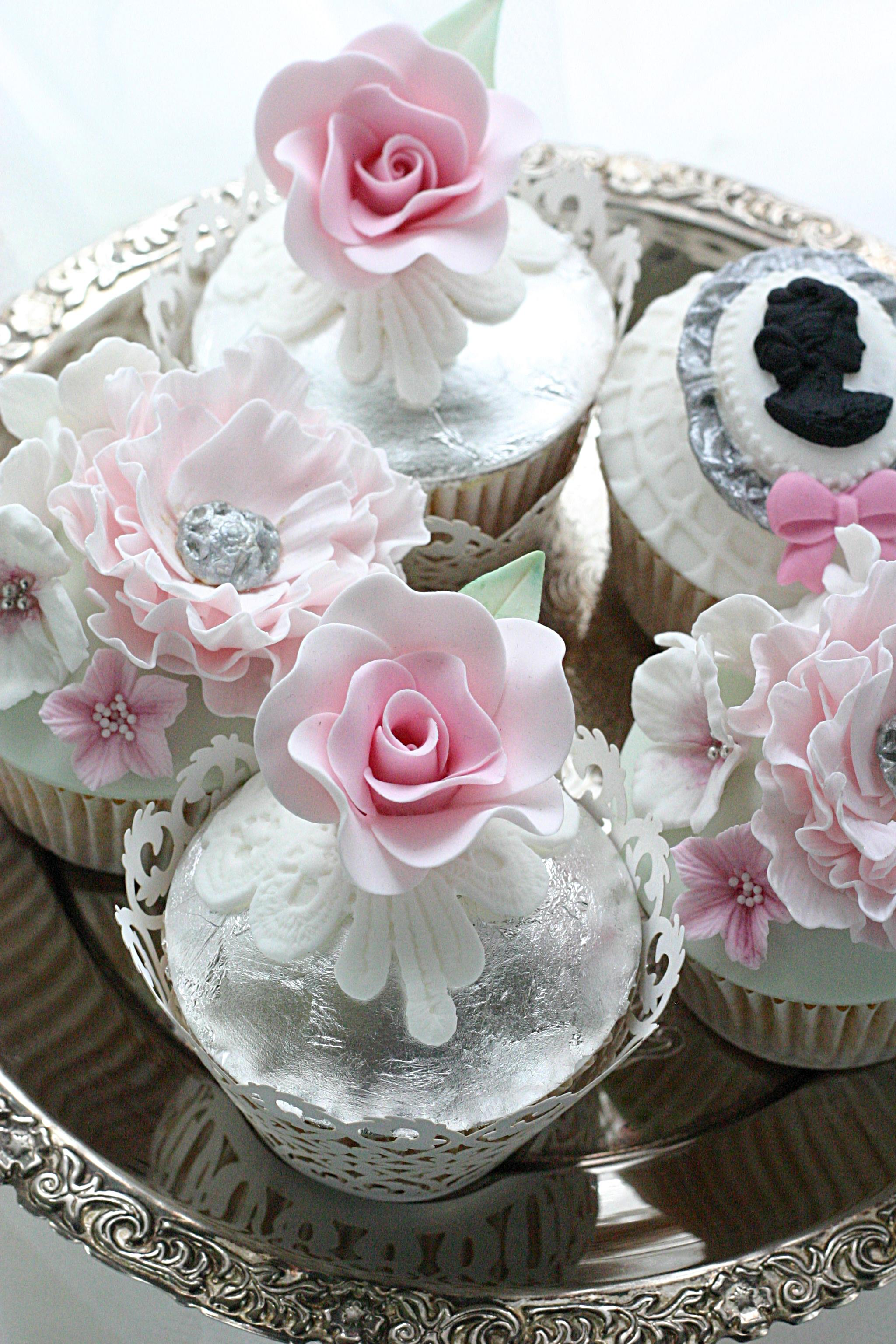 Elegant vintage style cupcakes