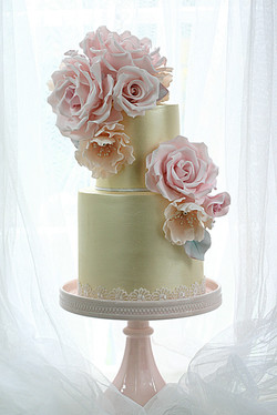 Gold Shimmer and Roses wedding cake
