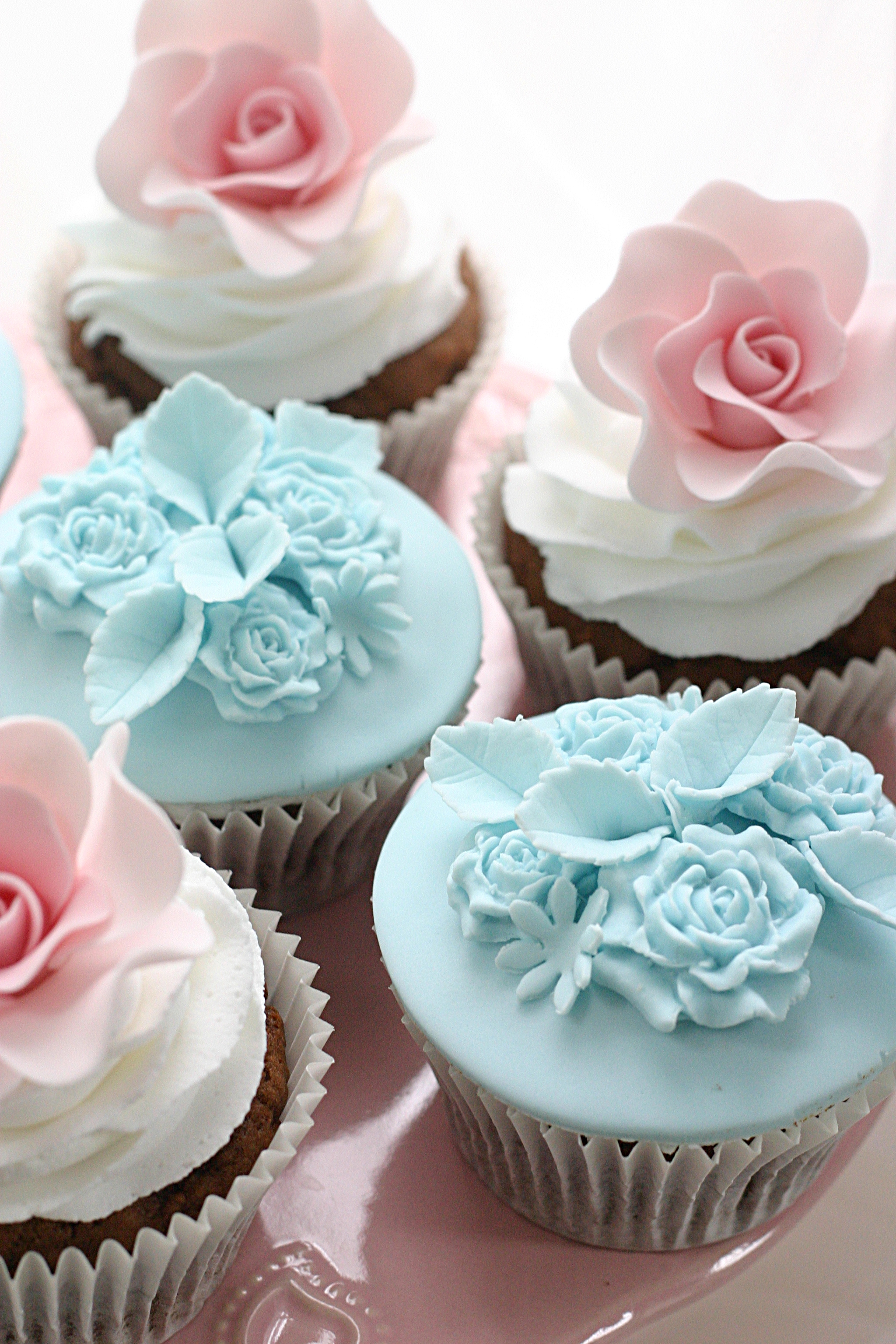 Pink mini rose cupcakes