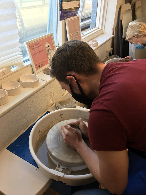 1 hour session on the potters wheel for one person
