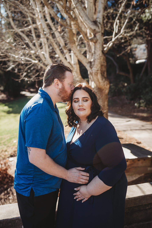 Maternity photographer Medford Oregon