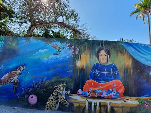 Mural en avenida de guayabitos