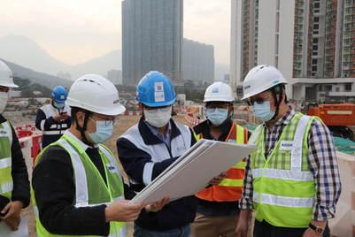 地盤視察填海工地的最新情況 The site inspection of the latest situation of the Tung Chung East Reclamation Project