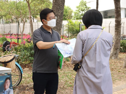 防疫街站 Street station to distribute masks and hand sanitizer