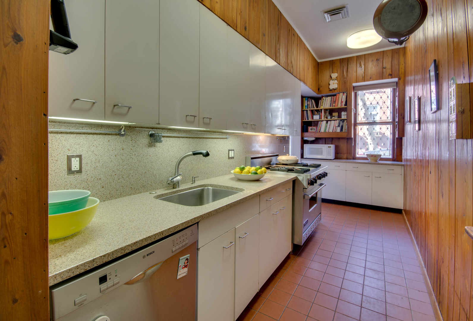 15-Kitchen.jpg