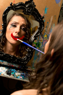 Mariam Paré mouth painter