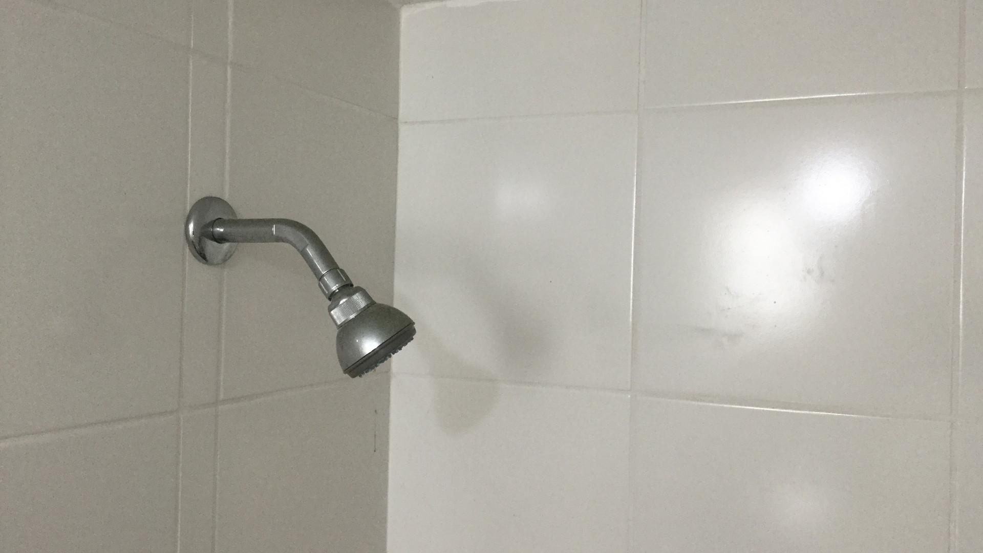 Baño de servicio completo
