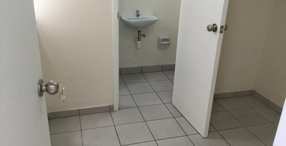 Cuarto y baño de servicios