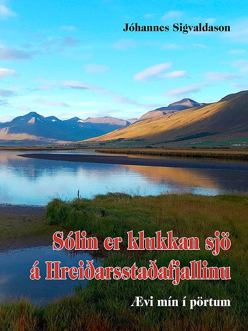 Sólin er klukkan sjö á Hreiðarsstaðafjallinu