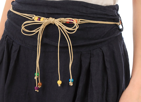 Jupe, taille à nouer avec ceinture fantaisies perles,  retroussée sur les côtés.