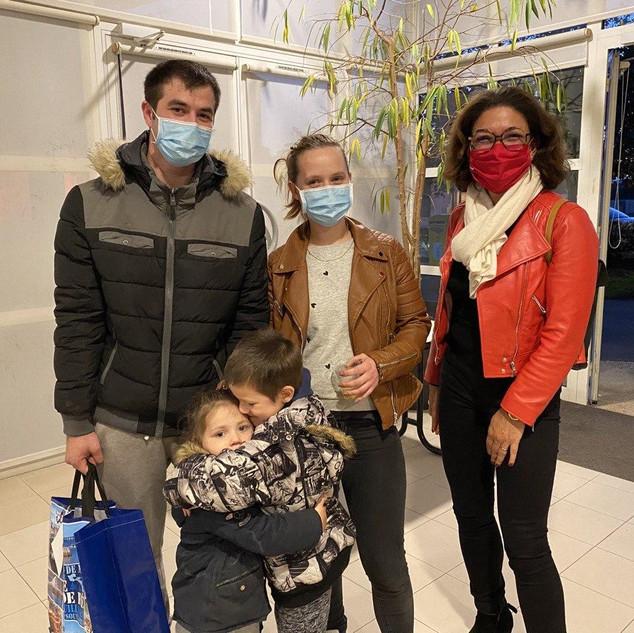Malika et une famille accueillie