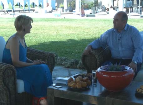 Συζήτηση με τη δημοσιογράφο Ελίνα Διαμαντοπούλου στη Dion TV