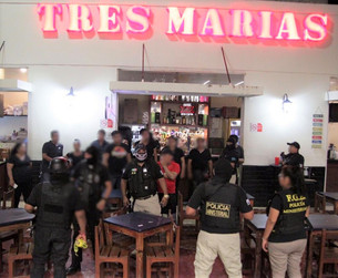 """Bar """"Tres Marías"""" en Zona Hotelera servía de narcotiendita; ministeriales encuentran 87 bolsitas de"""