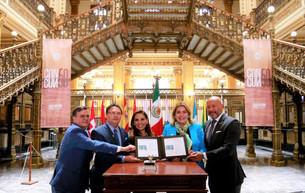 Presenta Mara nueva estampilla postal en conmemoración al 50 Aniversario de Cancún