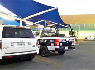 Policías de Isla Mujeres agarran patrulla para ir de compras a Benito Juárez.