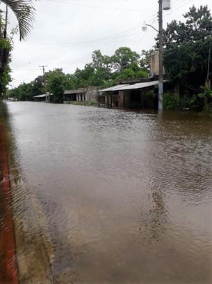 Habitantes de comunidad Quintana Roo por debajo del agua; piden ayuda al gobierno del estado y feder