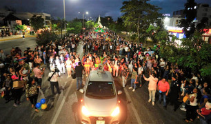 "De fiesta cancunenses; inicia Carnaval Cancún 2020 ""Fiesta de Oro"""