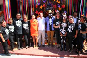 Tradiciones mexicanas resaltan en el Palacio Municipal; concursan altares de 16 estados de la repúbl