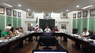 """""""Se hincan"""" diputados de la XVI Legislatura ante Capella; le aplaudieron a pesar de la violencia y s"""