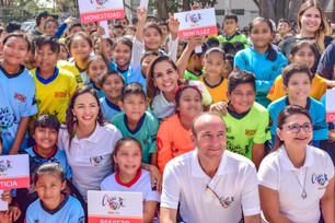 "Inaugura Mara Lezama torneo de futbol 7 ""Copa Oxxo-Dif 2020""; participan 380 deportistas"