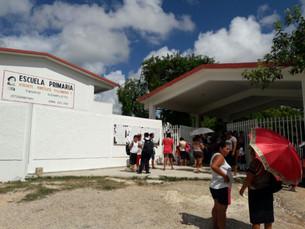 Pequeños de primaria Xóchitl Angélica carecen de agua y energía eléctrica