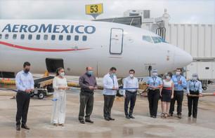 Aeroméxico reinaugura ruta Guadalajara-Cancún; Mara Lezama participa en corte de listón