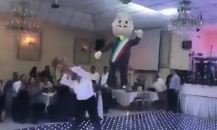 Resalta ignorancia de diputados perredistas; en su posada rompen piñata de la figura de AMLO