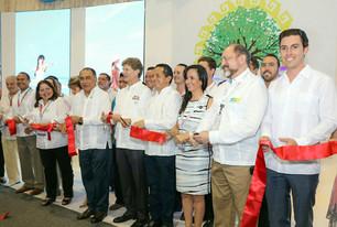 Laura Fernández participa en corte de listón inaugural del pabellón del Caribe Mexicano