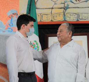 Charla entre diputado Gustavo Miranda y primer gobernador de Quintana Roo, Jesús Martínez Ross