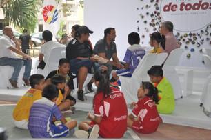 Se compromete Mara Lezama acondicionar cancha de futbol de pequeños en la 517