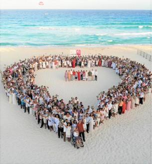 Bodas colectivas por primera vez frente al mar Caribe; formalizan sus vidas 300 parejas