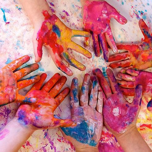 manos niños