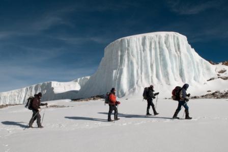 dans le cratre du kilimandjaro_web.jpg