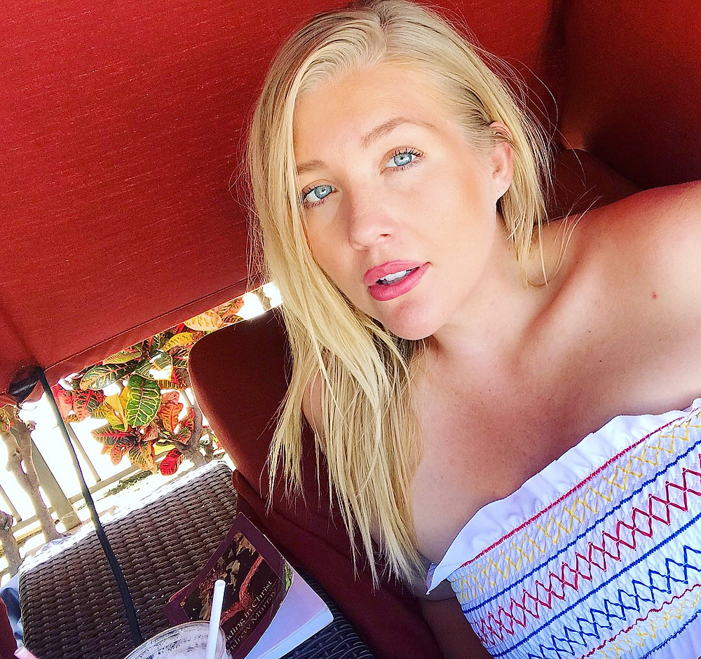 aubree collette lee blogger model hawaii