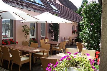 Cour interieure, terrasse, hôtel restaurant Ritter'Hoft, Morsbronn-les-Bains, Alsace