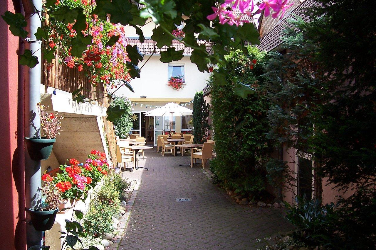 L'entrée principale et terrasse