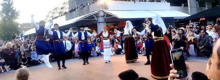 Figoura Greek dancing