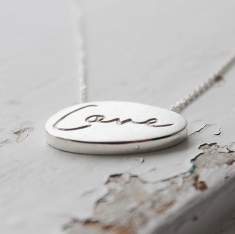 """Love""-Kette"