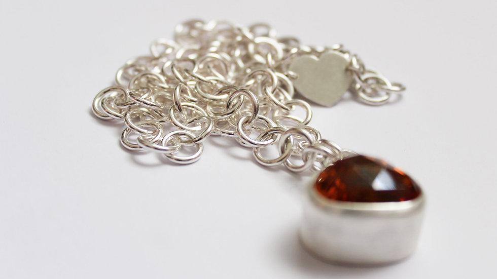 Goldbrauner Citrin mit handgefertigter Kette in Silber